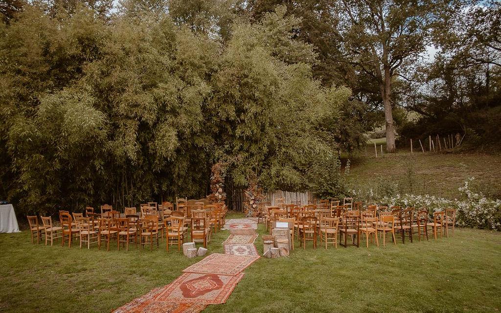 decoration mariage nantes angers Loire Atlantique chaises vintage dépareillees bois
