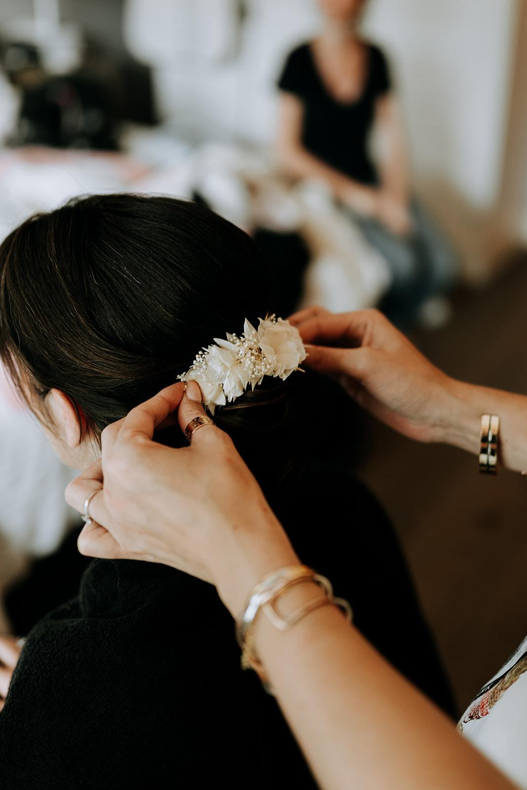 Coiffure de mariée chignon accessoire cheveux de mariée