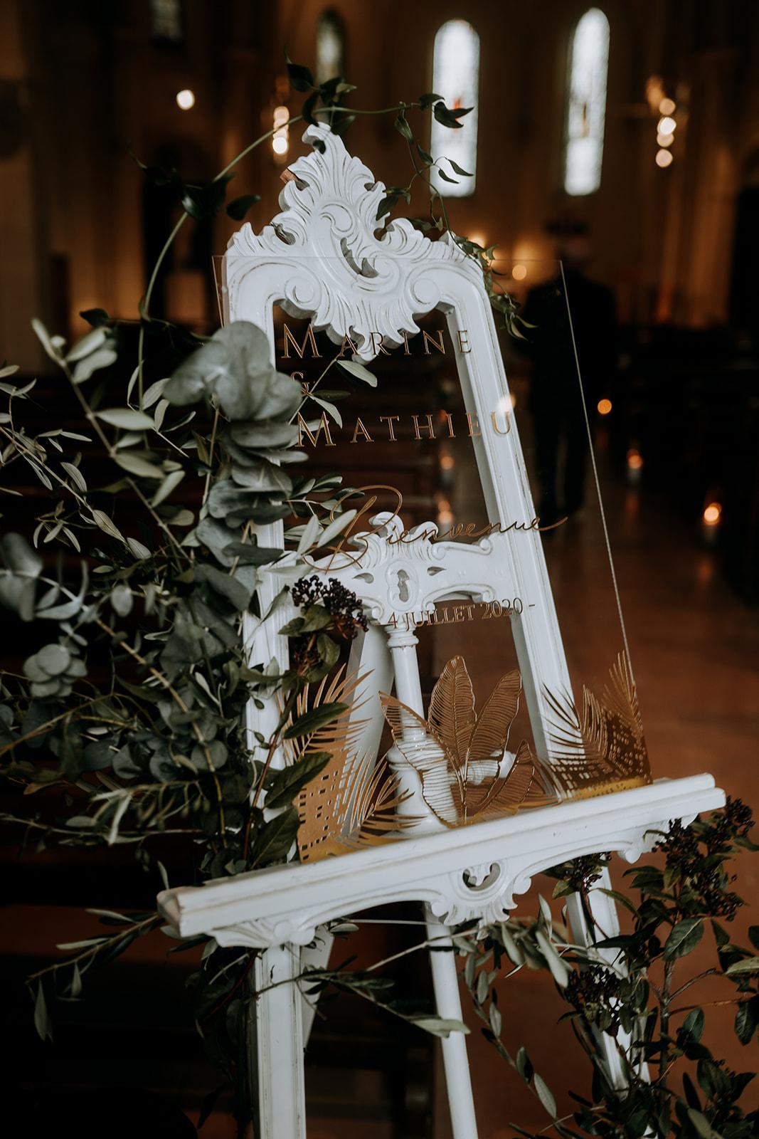 Panneau présentoir de bienvenue église pour cérémonie décoration de mariage religieux